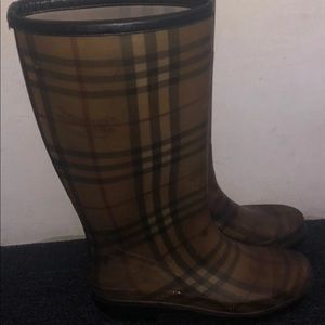 Burberry boots 100% Authentic Size 39